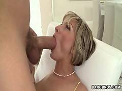 MILF screams as she gets fucked www.bee ...