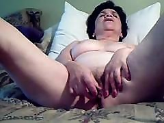 Mature Plump Lady Is Putting On A Show By Playing With Her Pussy