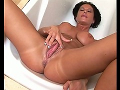 Sexy brunette milf get pussy fisted
