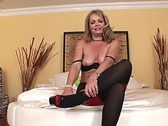 Mature MILF Kelly Leigh gives some ATM