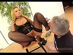 Flower tucci facesitting