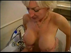 Mature bitch nailed in bathroom